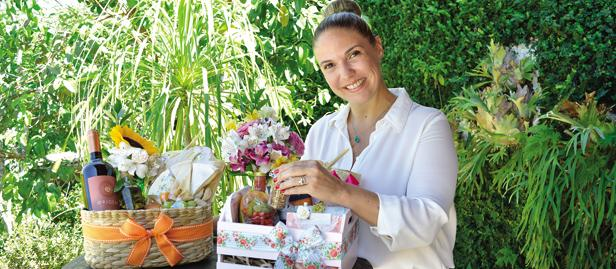 Juli Santos montou o Ateliê de Afeto para fazer presentes personalizados e acabou mudando o foco do negócio para cestas de café da manhã.