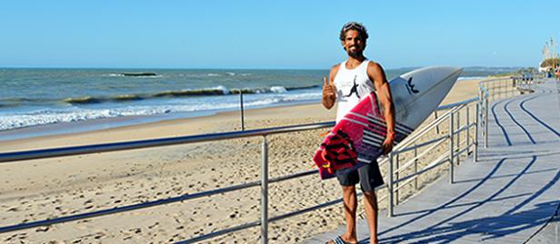 Surfista João Castanho participa de etapa do Mundial