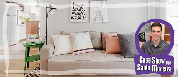 sofá com almofadas decorativas combinando com o espaço