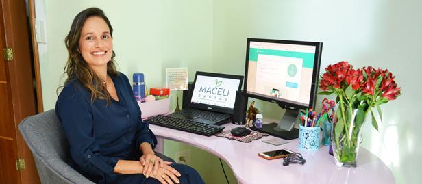 A psicóloga Maceli Dantas diz que o atendimento online não tem diferença nenhuma em relação ao presencial, pois são usados os mesmos recursos nos dois processos.
