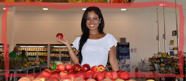 nutricionista ludmila candeco com maçãs