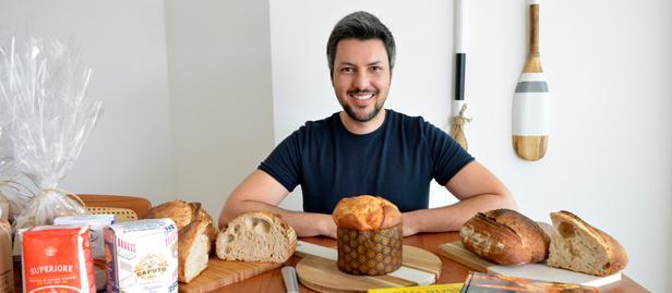 Carlos Américo aproveitou que trabalhando em home office na quarentena para se dedicar ao estudo da fabricação de pães artesanais.