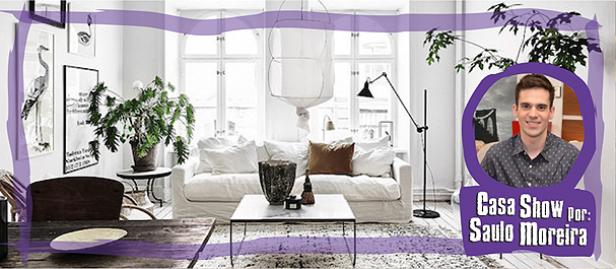 sala no estilo escandinavo com cores claras e sofá branco