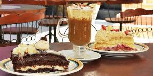 Tortas e cappuccino